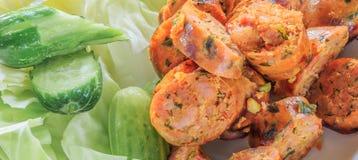Salsicha picante tailandesa do norte com vegetais Imagem de Stock