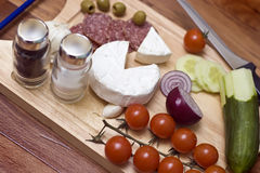 Salsicha, queijo e tomates Fotos de Stock Royalty Free