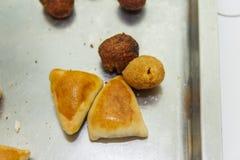 Salsicha, quibe, e bola brasileiros do queijo salgado fotografia de stock