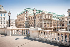 Salsicha Staatsoper (estado Opera de Viena) em Viena, Áustria foto de stock royalty free