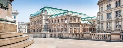 Salsicha Staatsoper (estado Opera de Viena) em Viena, Áustria fotografia de stock royalty free