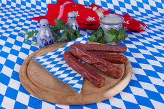 Salsichas bávaras no projeto bávaro Fotos de Stock Royalty Free