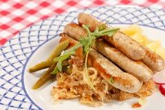 Salsichas com repolho fotografia de stock