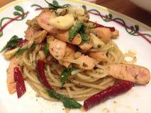 Salsichas dos espaguetes e de carne de porco com pimentões secados Foto de Stock Royalty Free