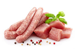 Salsichas e carne cruas frescas Foto de Stock Royalty Free