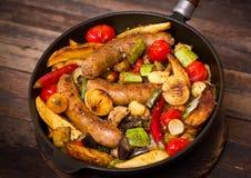Salsichas e vegetais imagem de stock royalty free