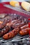Salsichas em uma grade Foto de Stock Royalty Free