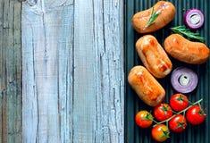 Salsichas em uma grade Fotografia de Stock