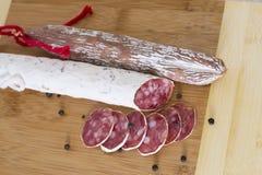 Salsichas espanholas tradicionais culinárias em de madeira Imagens de Stock