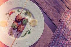Salsichas grelhadas tailandesas da imagem do vintage, as quentes e as picantes com salmoura Foto de Stock Royalty Free