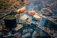 Salsichas na estaca fotografia de stock royalty free