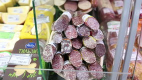 Salsichas na exposição na loja video estoque