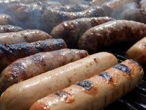 Salsichas na grade, horizontal Fotografia de Stock