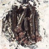 Salsichas pretas finlandesas recentemente cozinhadas em um papel de empacotamento Foto de Stock