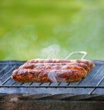 Salsichas saborosos fumado do BBQ fotos de stock royalty free