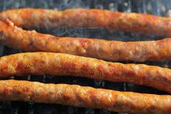 Salsichas saborosos no verão Gril Imagens de Stock Royalty Free