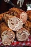 Salsichas tradicionais, corte a ser servido Fotos de Stock Royalty Free