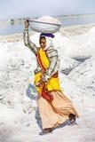 Salt arbeten, Sambhar salt lake, Rajasthan, Indien Royaltyfri Bild