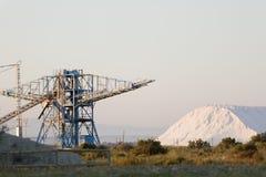 Salt berg bredvid kranarna Royaltyfri Fotografi