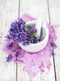 Salt för bad och ny lavendel Arkivbild