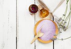 Salt för lavendelbad och olje- Royaltyfria Foton