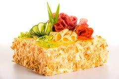 Salt för ostsalami för tårta bröd dekorerad bakelse Fotografering för Bildbyråer