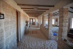 Salt hotell för turister på Uyuni de salta lägenheterna Royaltyfria Bilder