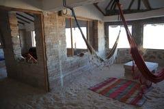 Salt hotell för turister på Uyuni de salta lägenheterna Royaltyfri Foto