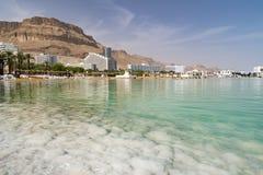 Salt kust för dött hav Ein Bokek, Israel arkivfoton