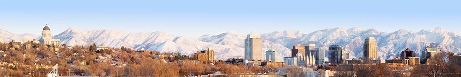 Salt Lake City bij avondpanorama met de Capitoolbouw Zout L Stock Afbeeldingen