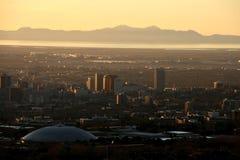 Salt Lake City en la puesta del sol fotos de archivo