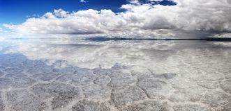 Salt Lake Uyuni Bolivië - panorama stock foto's