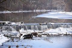 Salt liten vik och vattenfallet Royaltyfria Foton