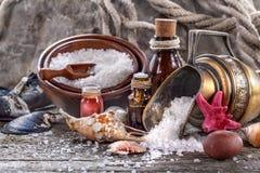 salt nödvändiga oljor för bad Royaltyfri Foto