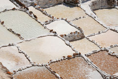 Salt pannor för Inca på Maras, Peru Royaltyfri Foto