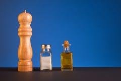 Salt, peppar och olivolja Royaltyfria Foton