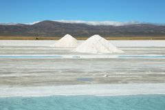 Salt piles and water pool on Salinas Grandes Stock Photography