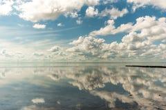 Salt See Elton und Reflexion lizenzfreie stockfotos