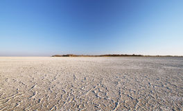 Salt sjö runt om den Kubu ön fotografering för bildbyråer