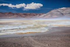 Salt sjö Salar de Pujsa, Chile Arkivfoto