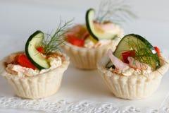 Salt tartlets with shrips; selektive fokus Royalty Free Stock Photos