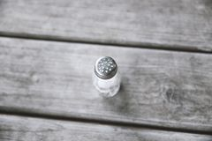 salt träshakertabell arkivfoto