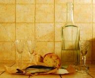 salt wineglasses för flaskbrödflytande Royaltyfria Foton