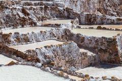 Salta avdunstningdamm och miner som byggs av Incas i Maras, Peru Arkivfoto