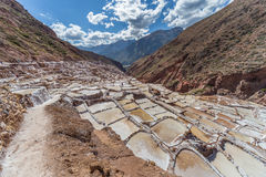 Salta avdunstningdamm och miner som byggs av Incas i Maras, Peru Arkivfoton