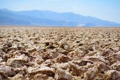 Salta bildande på jäkelgolfbanan i den Death Valley nationalparken, Kalifornien Royaltyfri Bild