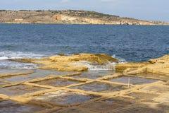 Salta pannor på medelhavet, Malta, Europa Royaltyfri Bild