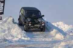 SALTAC-KOREM, РОССИЯ - 11-ОЕ ФЕВРАЛЯ 2018: Виллисы зимы доработанные автосалоном - заморозьте замешивать 2018 ехать на доработанн Стоковое Изображение