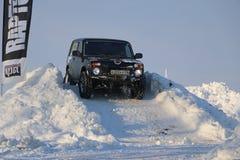 SALTAC-KOREM, РОССИЯ - 11-ОЕ ФЕВРАЛЯ 2018: Виллисы зимы доработанные автосалоном - заморозьте замешивать 2018 ехать на доработанн Стоковые Изображения