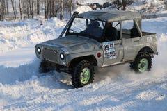 SALTAC-KOREM, РОССИЯ - 11-ОЕ ФЕВРАЛЯ 2018: Виллисы зимы доработанные автосалоном - заморозьте замешивать 2018 ехать на доработанн Стоковое фото RF